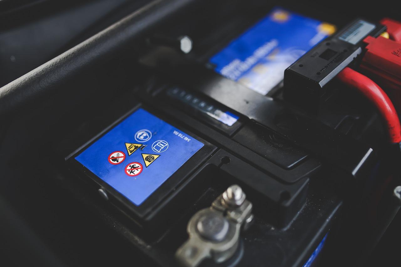5 porad, jak dbać o akumulator samochodowy